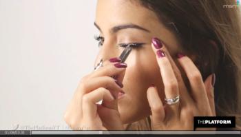 eyelash application photo
