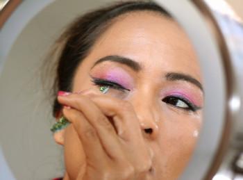 how-to-apply-false-lashes-tutorial-k-1